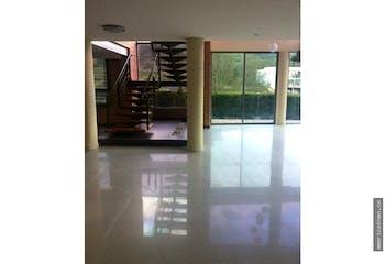 Casa en Envigado-Loma del Escobero, con 4 habitaciones.