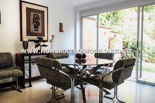 Casa unifamiliar en Envigado-El Esmeraldal, con 4 habitaciones.