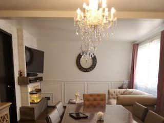 Una sala de estar llena de muebles y una gran ventana en Departamento en venta en Alamos con Roof Garden privado