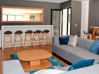 Una sala de estar llena de muebles y una ventana en Enttorno Residencial