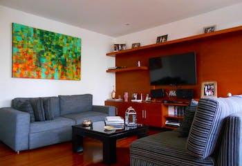 Apartamento en Rosales, Altos del Retiro con terraza y balcón