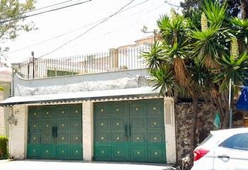 CASA ANTIGUA CON TERRENO DE 1,361 m2 A DOS CUADRAS DE AV. PASEO DE LAS PALMAS