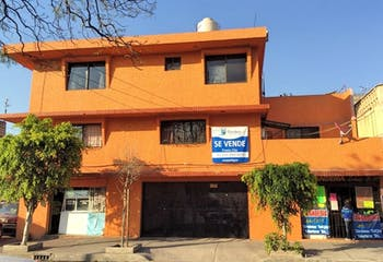 Casa Habitación 3 niveles, 2 Locales Comerciales y 2 Departamentos