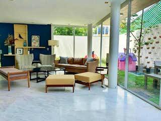 Fascinante casa en venta en Condominio Residencial en las Aguilas.