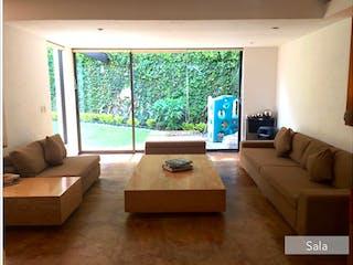 Una sala de estar llena de muebles y una gran ventana en MAGDALENA CONTRERAS HERMOSA CASA EN PRIVADA, SAN NICOLAS TOTOLAPAN