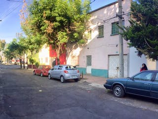 Un coche estacionado delante de una casa en Inmueble en venta Colonia ANAHUAC