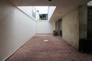 Casa con amplios espacios e iluminada