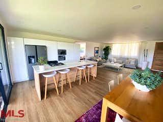 Una sala de estar llena de muebles y una mesa en Palma Alta