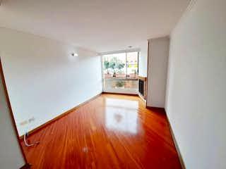 Una habitación con suelos de madera y un suelo de madera en Apartamento en venta en Bella Suiza, 85mt