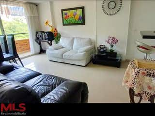 Una sala de estar llena de muebles y una gran ventana en San Matias T2