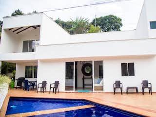 Finca Ubicada En Copacabana, Casa en venta en El Noral de 500m² con Piscina...