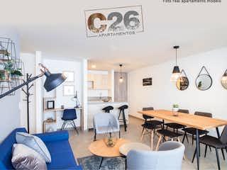 Una sala de estar llena de muebles y un reloj en C26