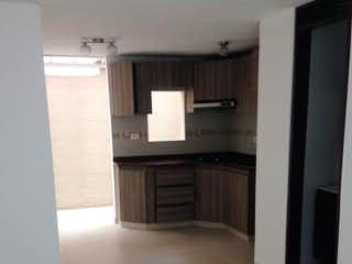 Un cuarto de baño con lavabo y un espejo en Casa en venta en Casco Urbano Cajicá 68m²