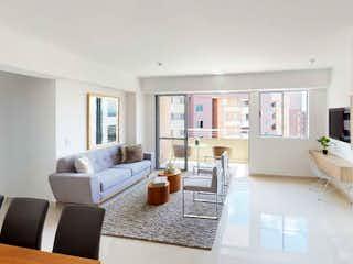 Una sala de estar llena de muebles y una gran ventana en Hacienda Niquía