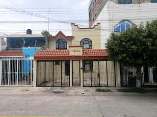 Casa en venta en Jardines Del Sauz, 190m²