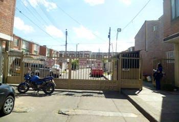 Casa en venta en Zarzamora El Refugio con acceso a Jardín