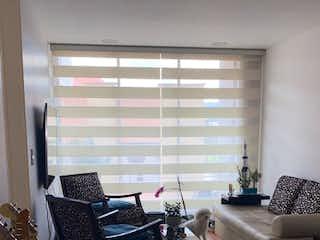 Una sala de estar llena de muebles y una ventana en Apartamento en venta en Prado Veraniego con acceso a Balcón