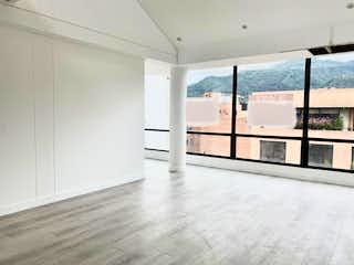 Una vista de una habitación con una puerta de cristal en Penthouse en venta a estrenar en El Virrey, Bogotá