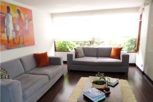 Moderna Casa en Santa Barbara - Bogota con tres niveles