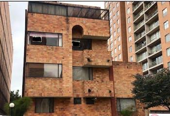 Apartamento Belmira - Cedritos, cuenta con chimenea y terraza cubierta.