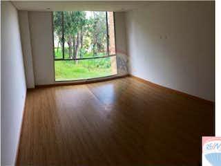 Una habitación que tiene una ventana en ella en Apartamento de 67m2 en Suba Urbano, Bogotá - con dos habitaciones