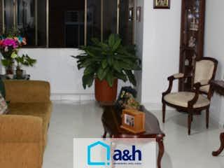 Una sala de estar llena de muebles y una planta en maceta en Apartamento en venta en La Magnolia de tres habitaciones