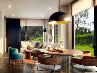 Una sala de estar llena de muebles y una ventana en Vallarta