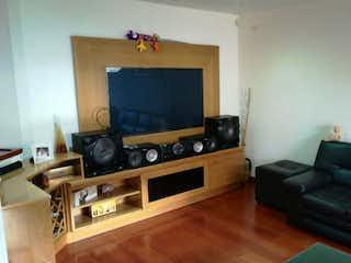 Una sala de estar llena de muebles y una televisión de pantalla plana en Casa campestre en Chia, La Balsa con 4 habitaciones.