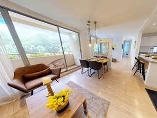 Una sala de estar llena de muebles y una mesa en Toscana Torres de Hayuelos