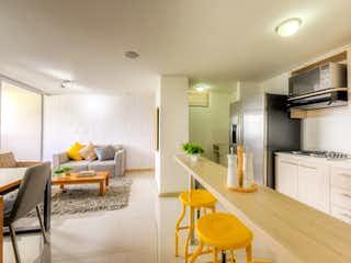 Una sala de estar llena de muebles y una mesa en Camino del Viento
