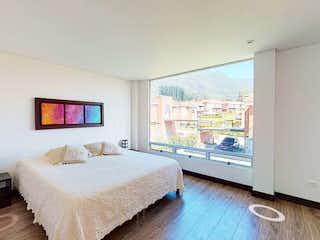 Un dormitorio con una cama grande y una ventana grande en Bosque Res. - Alcaparros