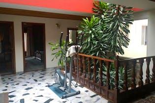 Casa de 372m2 en La Alhambra, Bogotá - con cuatro habitaciones