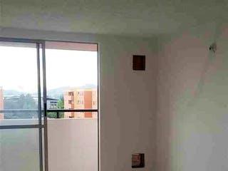 Un baño con un lavabo y una ventana en 57