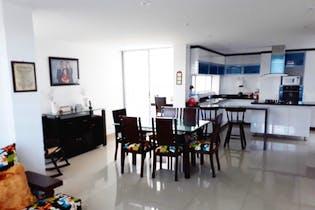Casa en Cota, Cota Centro de tres niveles con ante jardin
