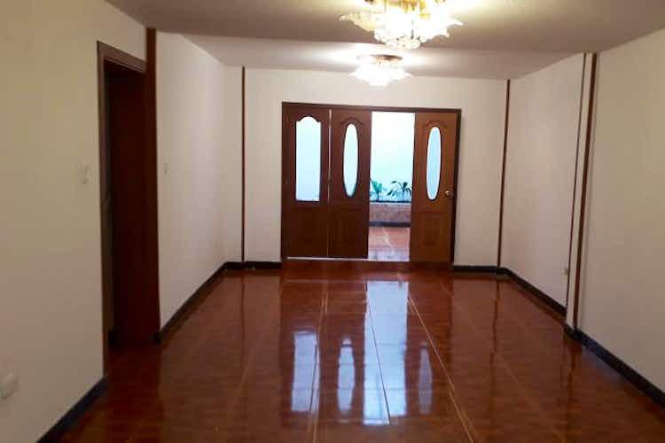 Portada Casa en Castilla, kennedy de dos niveles con cinco habitaciones