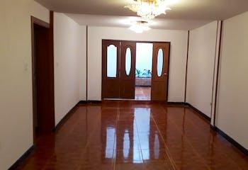 Casa en Castilla, kennedy de dos niveles con cinco habitaciones