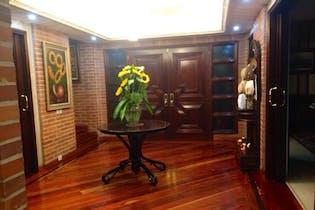 Casa en Santa Ana, Usaquen con cuatro alcobas, dos patios