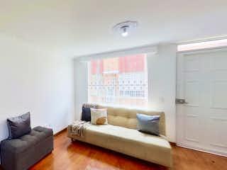 Una sala de estar llena de muebles y una ventana en Quintas de Castilla 2 - Casa en Venta en Castilla
