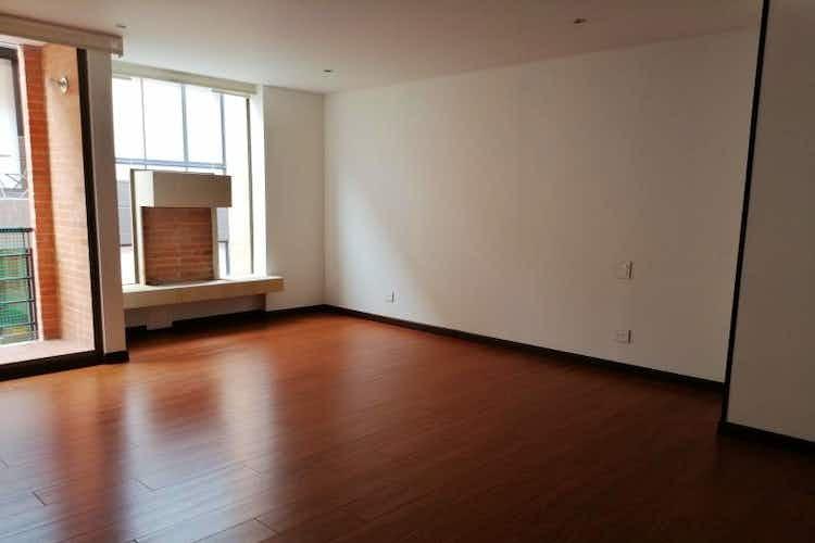 Portada Apartamento en La Calleja, La Carolina con tres habitaciones y chimenea