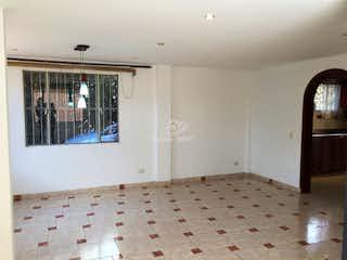 Una habitación que tiene una alfombra en ella en Casa en venta en Fonquetá, 199mt de dos niveles