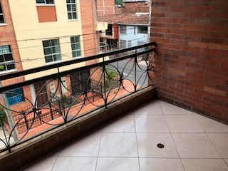 Un edificio de ladrillo con un tren en él en Apartamento En Guayabal,Santa Fe - Tres apartamentos en una sola escritura