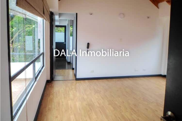 Portada Casa en Chia, Cundinamarca con cuatro habitaciones y balcón