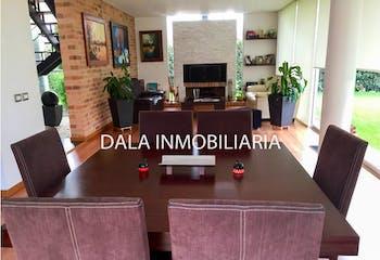 Casa en Chia, Cundinamarca con tres habitaciones y chimenea