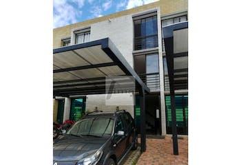 Casa de 106m2 en Bellavista, Marinilla - de tres niveles, con tres alcobas