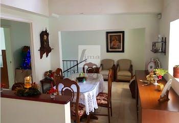 Casa en venta San Javier, Medellín con tres habitaciones