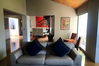 Casa en venta en Bosques de las Lomas, 750 m² con patio y jardín