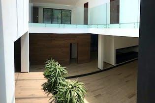 Casa en venta en Bosque de las Lomas, 707 m² con jardín