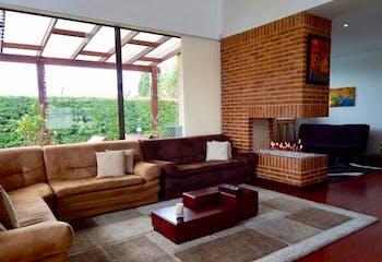 Casa En Chia - 289 mts, 2 parqueaderos, 5 baños, 3 alcobas.