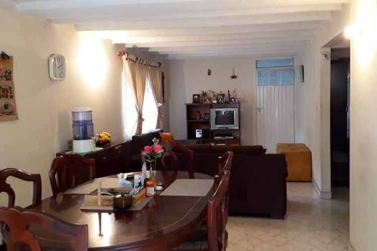 Portada Casa en Fontibón, La Cabaña con 2 niveles y 4 habitaciones.