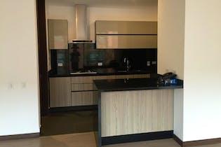 Apartamento En Bogota - Chico, cuenta con 3 habitaciones y 2 baños.